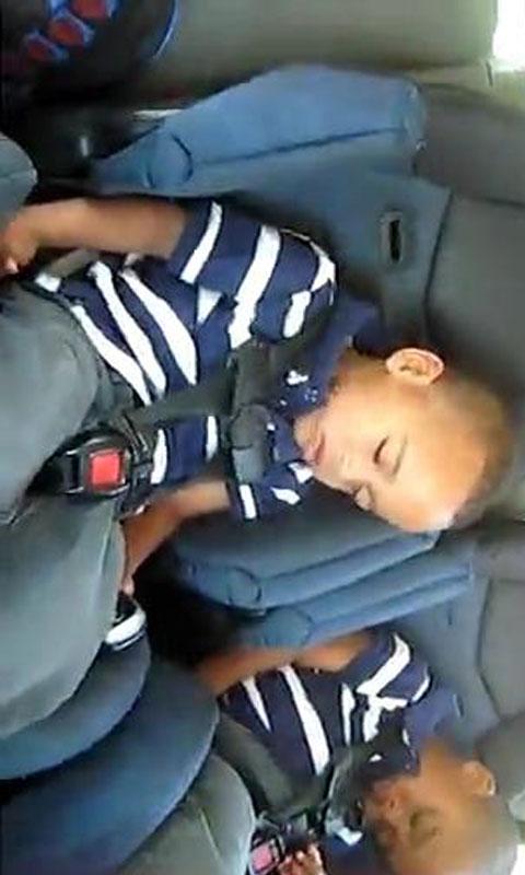 黑人可爱小孩的音乐表现下载