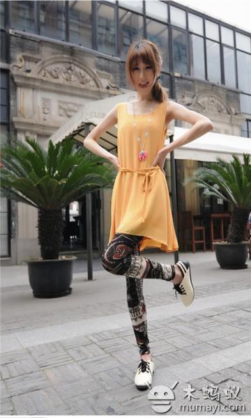 街拍优雅长腿模特写真壁纸下载